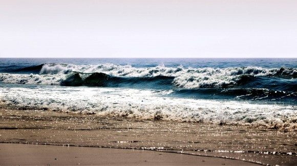 Waves-at-the-beach-wallpaper_5202
